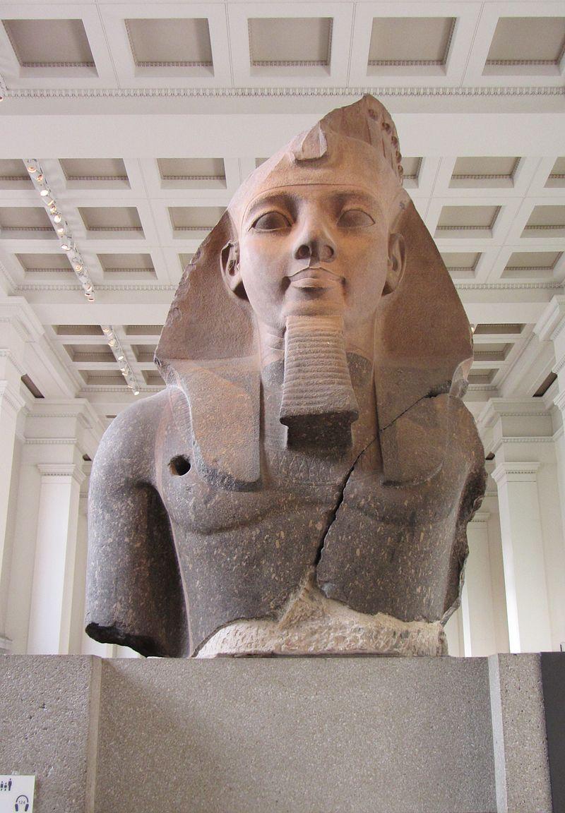 Statue_of_Ramesses_II_at_the_British_Museum.jpg